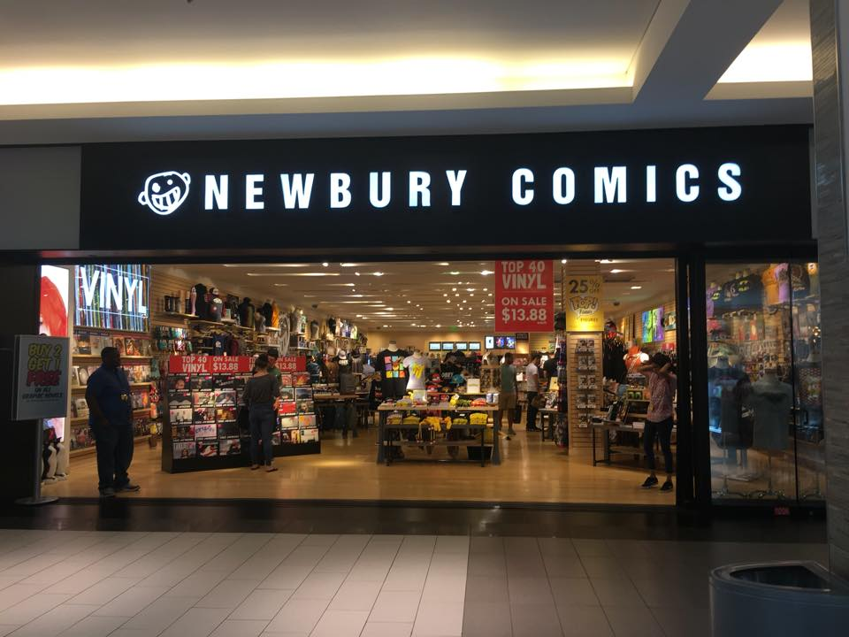 """Our first ever store outside of New England is now open at Roosevelt Field in Garden City, NY - come say """"HI!"""" https://t.co/T72KWPPQ1R"""