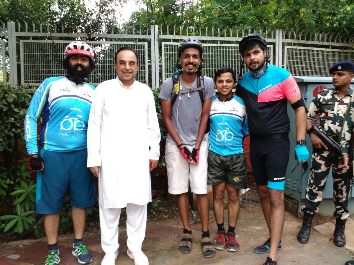 Look whom my nephew @LeoTolstoyIndia  bumped into early in the morning @Swamy39  #HCLPedalPushers https://t.co/ZV3vJfgLOb