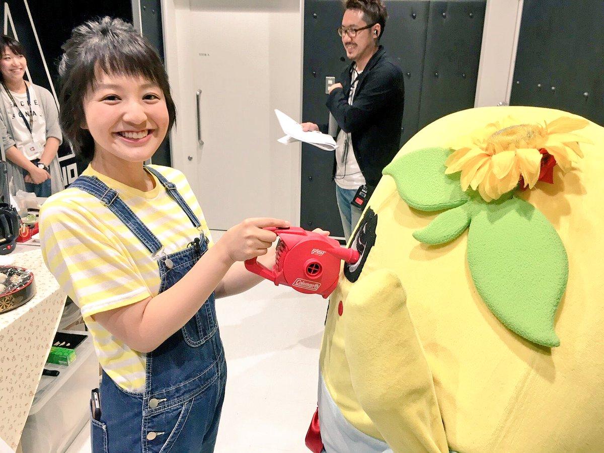 昨日のちちんぷいぷい収録裏で笑顔が素敵な藤林アナが梨オーラ補給してくれてたなっしー♪ヾ(。゜▽゜)ノ…