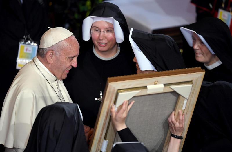 @Pontifex_es crea una comisión de estudio sobre el diaconado de las mujeres  ...