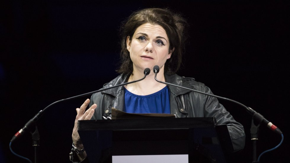 Everyone should read @caitlinmoran's open letter to troubled teenage girls https://t.co/jjvHQvsfq9