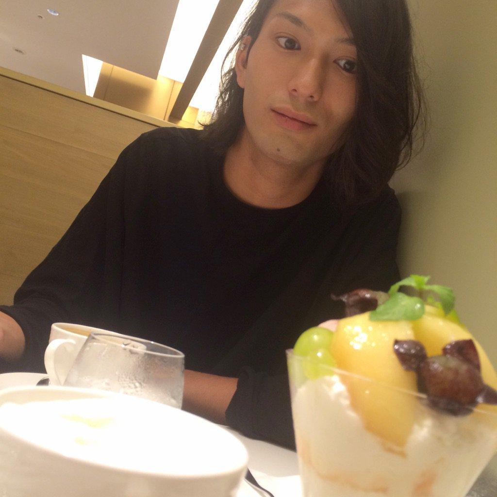 途中、おシゲさんとパフェ食べました。  横浜は花火大会があって、大量の浴衣美女を見て目の保養にもなり…