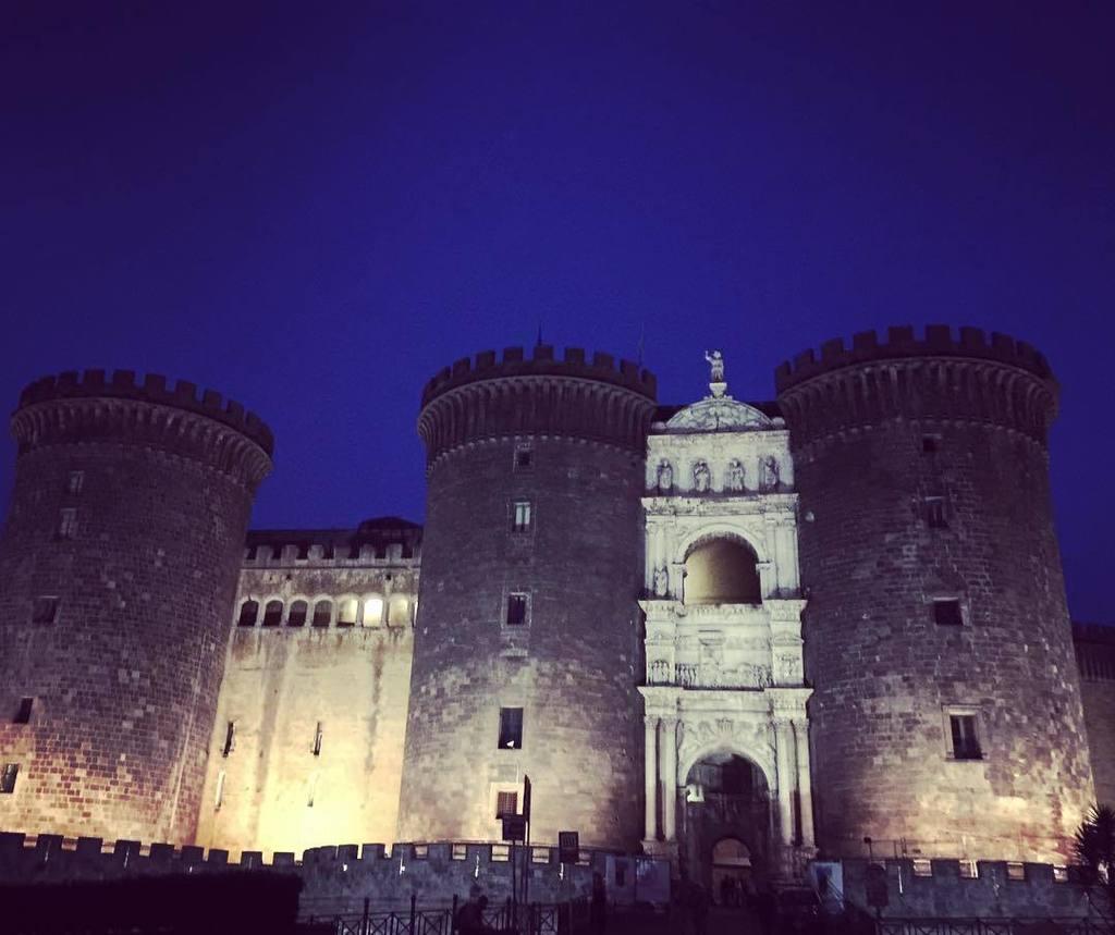 Castel Nuovo by night #castelnuovo #napoli #foto_napoli https://t.co/zDMZHq8j3y https://t.co/WdWUG9xuRf