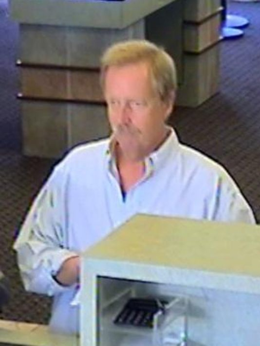 Police: Man robs Farmington Hills bank with note