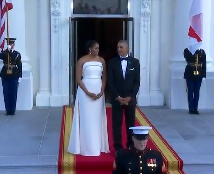"Per WH, FLOTUS wears an ""ivory colored"" gown for Singapore State Dinner, designed by NY's @Brandonmaxwell #USSG50 https://t.co/c918ruPoTZ"