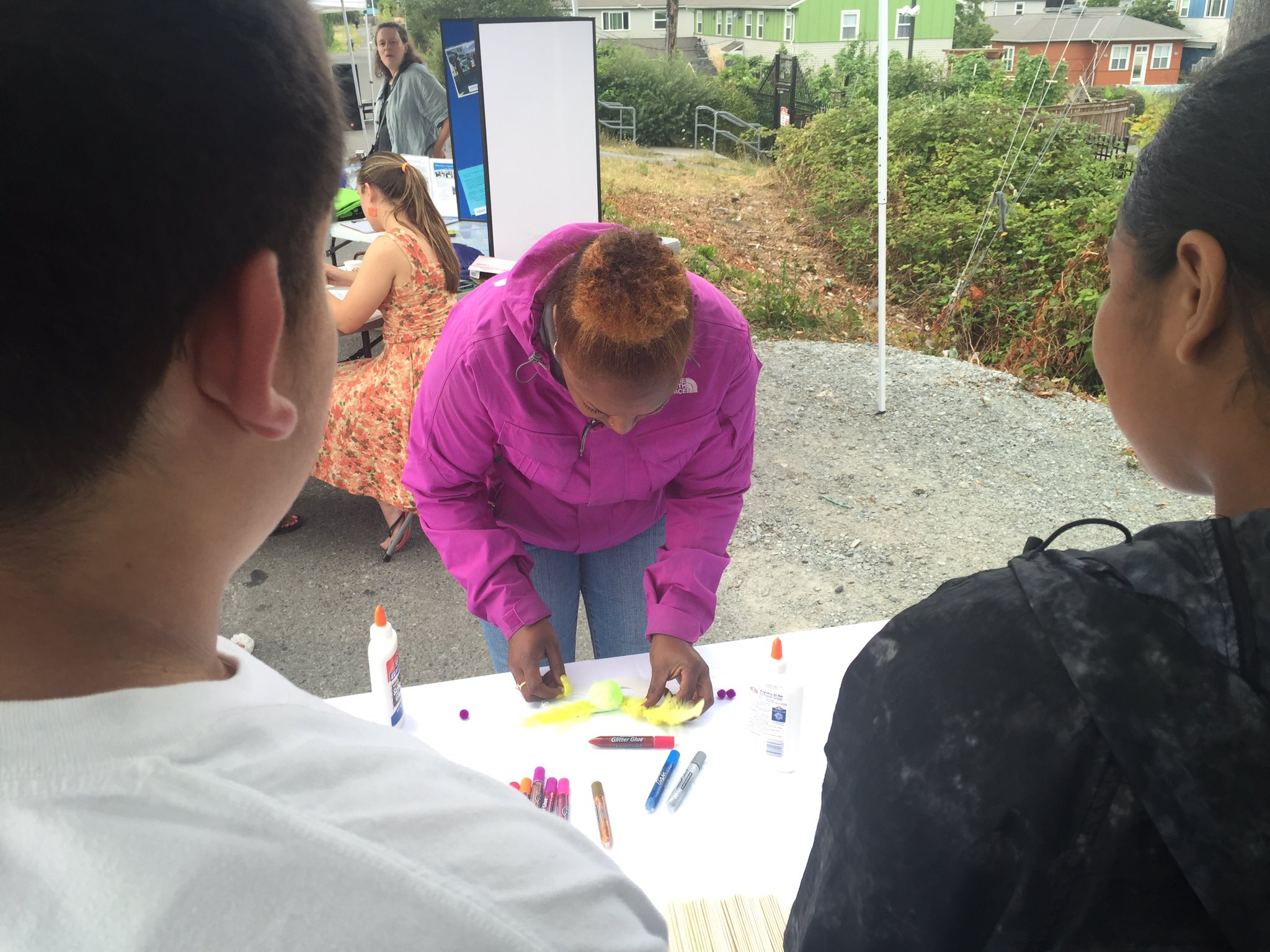 Safeway's #Seattlenationalnightout making mask at the Rbac booth https://t.co/QJBCW6yabY