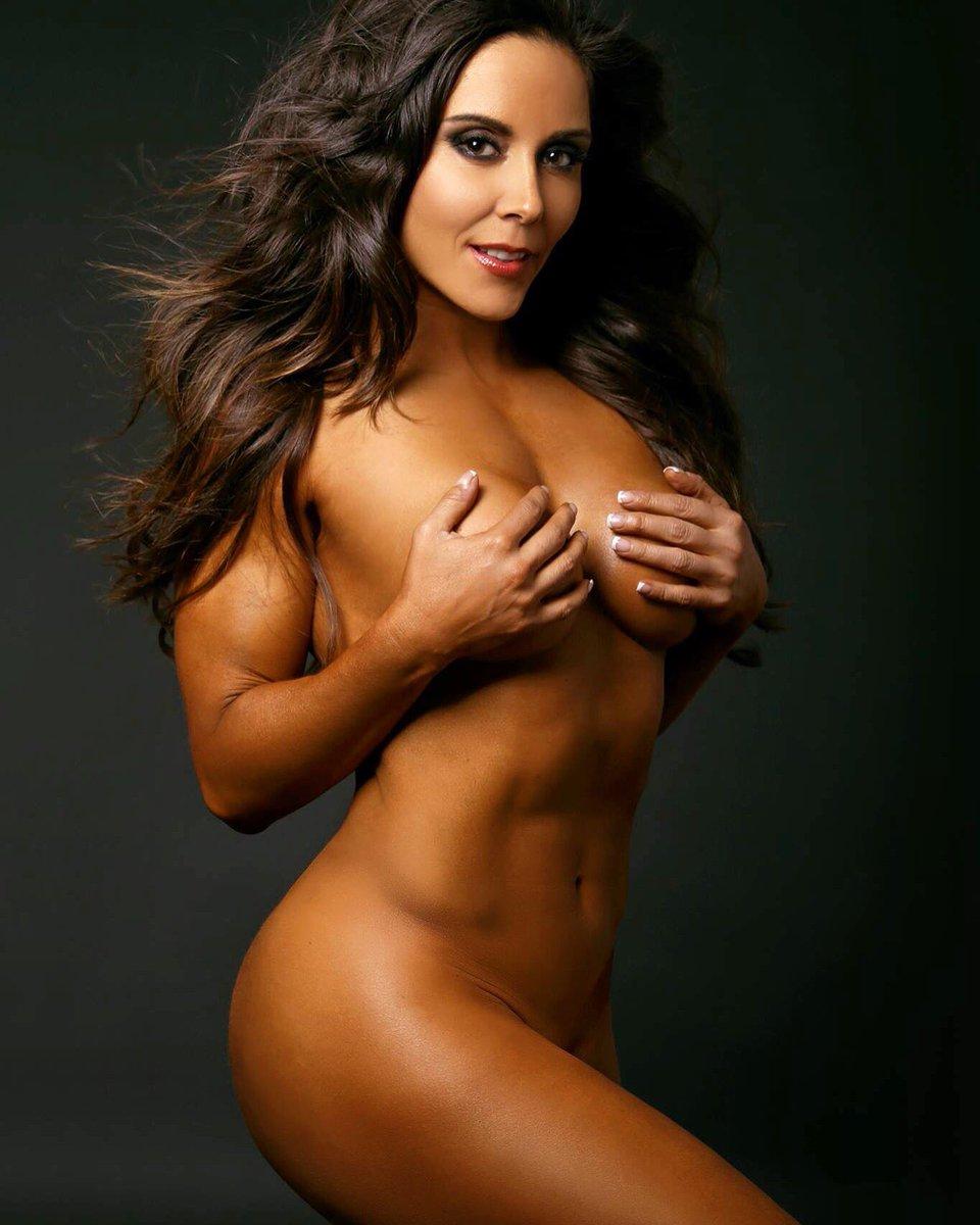 Que las mujeres que hacen pesas parecen hombres? #Rebeca2016 #oscarvalle https://t.co/IQiF8meOLU