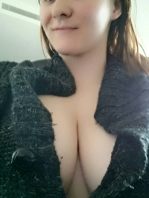 Pj cleavage queen #boobs https://t.co/zU1XeIh08T