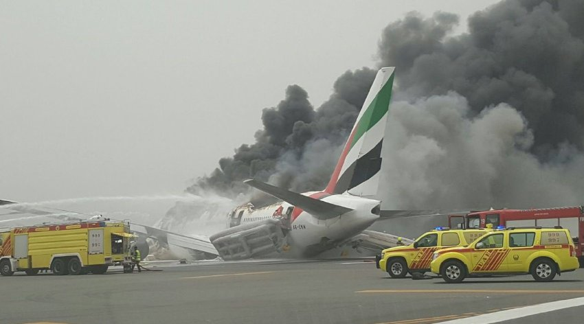 An #Emirates Airlines crash lands at Dubai airport. Details here: https://t.co/zZXIAX1xvM https://t.co/vTaG5K3fSB