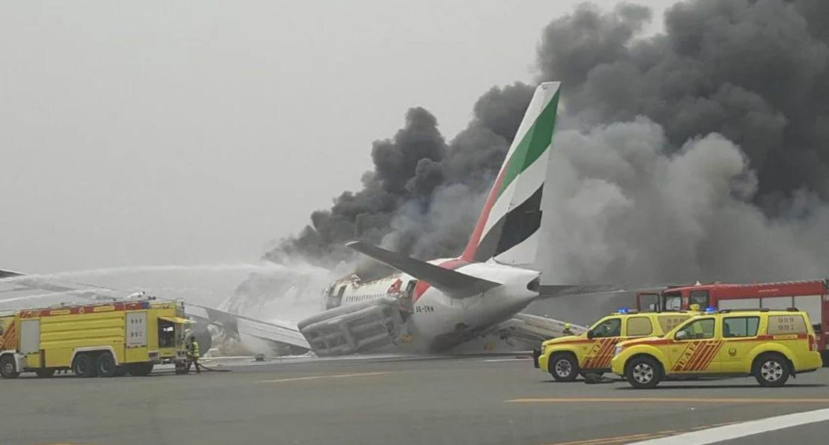 Some more pictures of the #EK521 incident. 777-300 was operating TRV-DXB. Hull looks completely destroyed now. https://t.co/QDfHGcqUvx