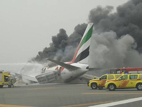 Emirates plane makes emergency landing at Dubai airport, no casualties reported. Updates: https://t.co/FKKYRYQj71 https://t.co/BB1eBAQbkQ