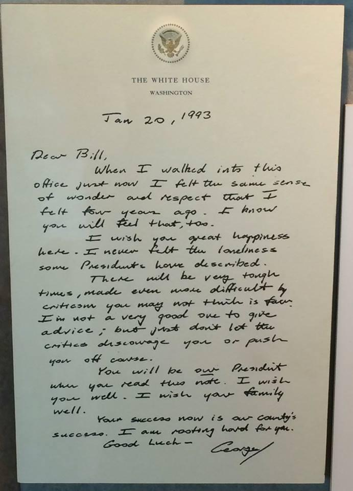 Pres George H.W. Bush left this letter in the Oval Office for incoming Pres Bill Clinton... (Via @NoLabelsOrg) https://t.co/lK6D6fQego