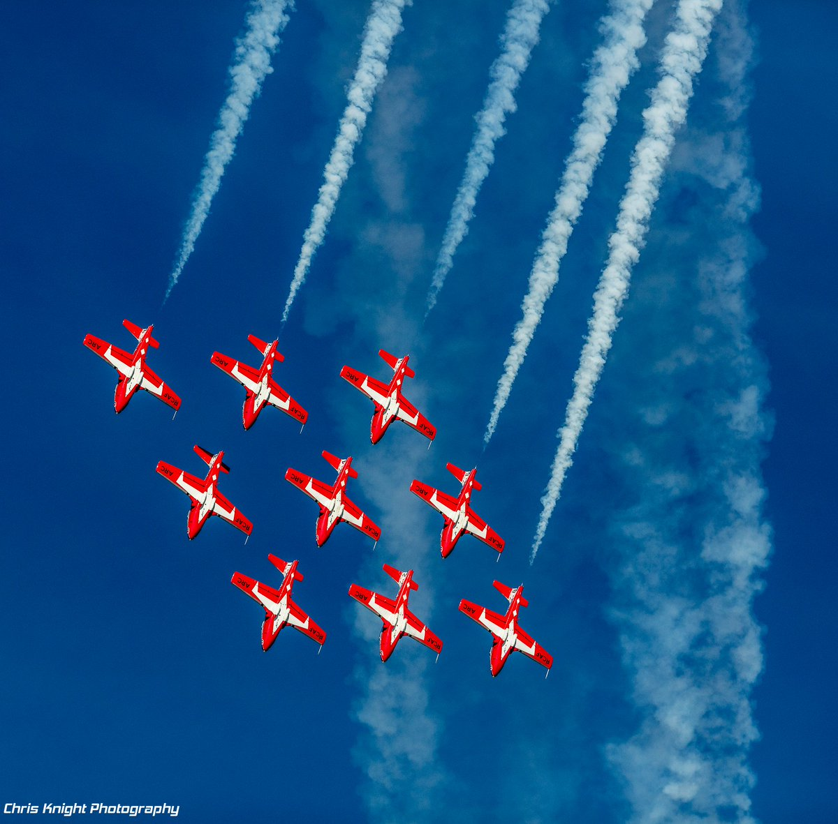 The #CFSnowbirds @CanadianForces were awesome! ...Flying in formation at @EAA #AirVenture #OSH16 https://t.co/xTxzJ3z6br