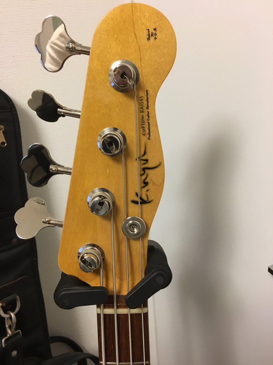 新たな仲間が!三木楽器さんで購入。ネック鳴るなぁ〜!ルックスもとってもキュート!早くアンプで鳴らした…