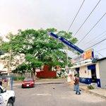 Cae espectacular y poste de luz por fuerte viento y llovía en #Tapachula, #Chiapas https://t.co/bMWy7QAzXR