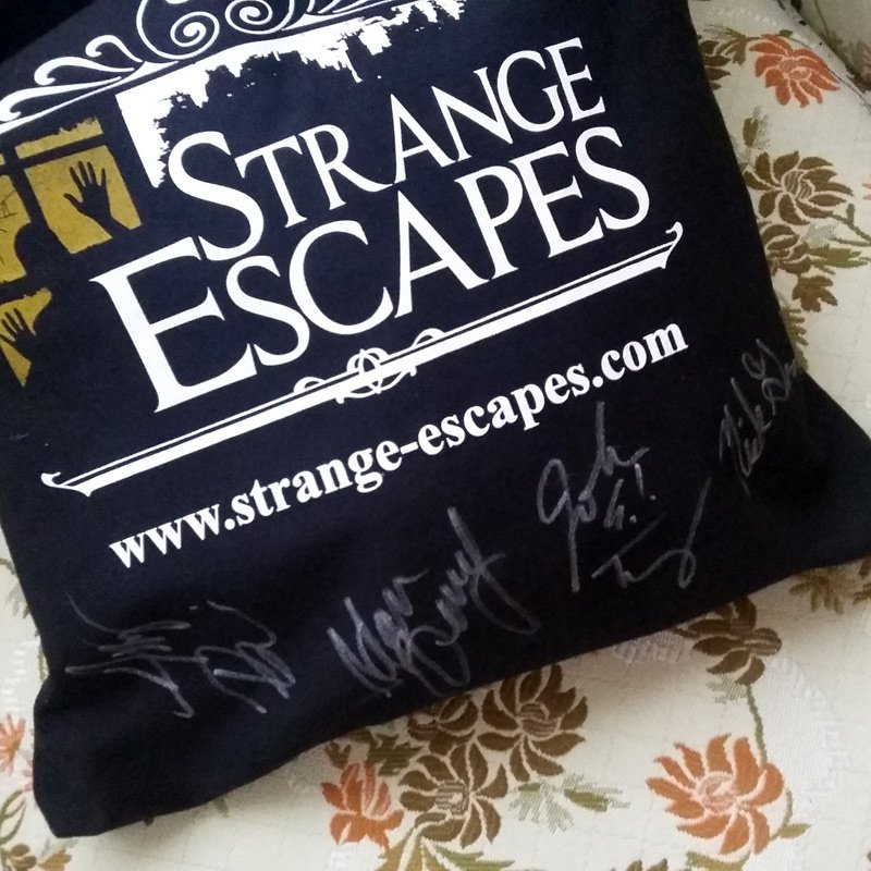 Retweet for a chance to win a Strange Escapes tote bag autographed by Me, @amybruni @AdamJBerry AND @NickGroff_ https://t.co/HJq0dubjBO