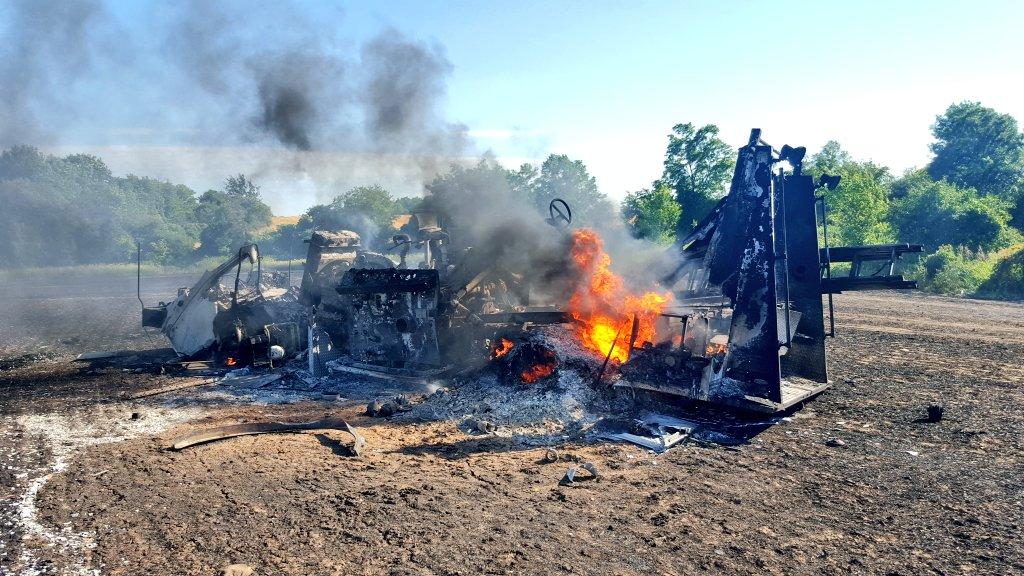 Pumper destroyed & tanker badly damaged in earlier Third Line fire. Both trucks from @HaldEmerg Stn 2 (Hagersville). https://t.co/8O3SUEtguB