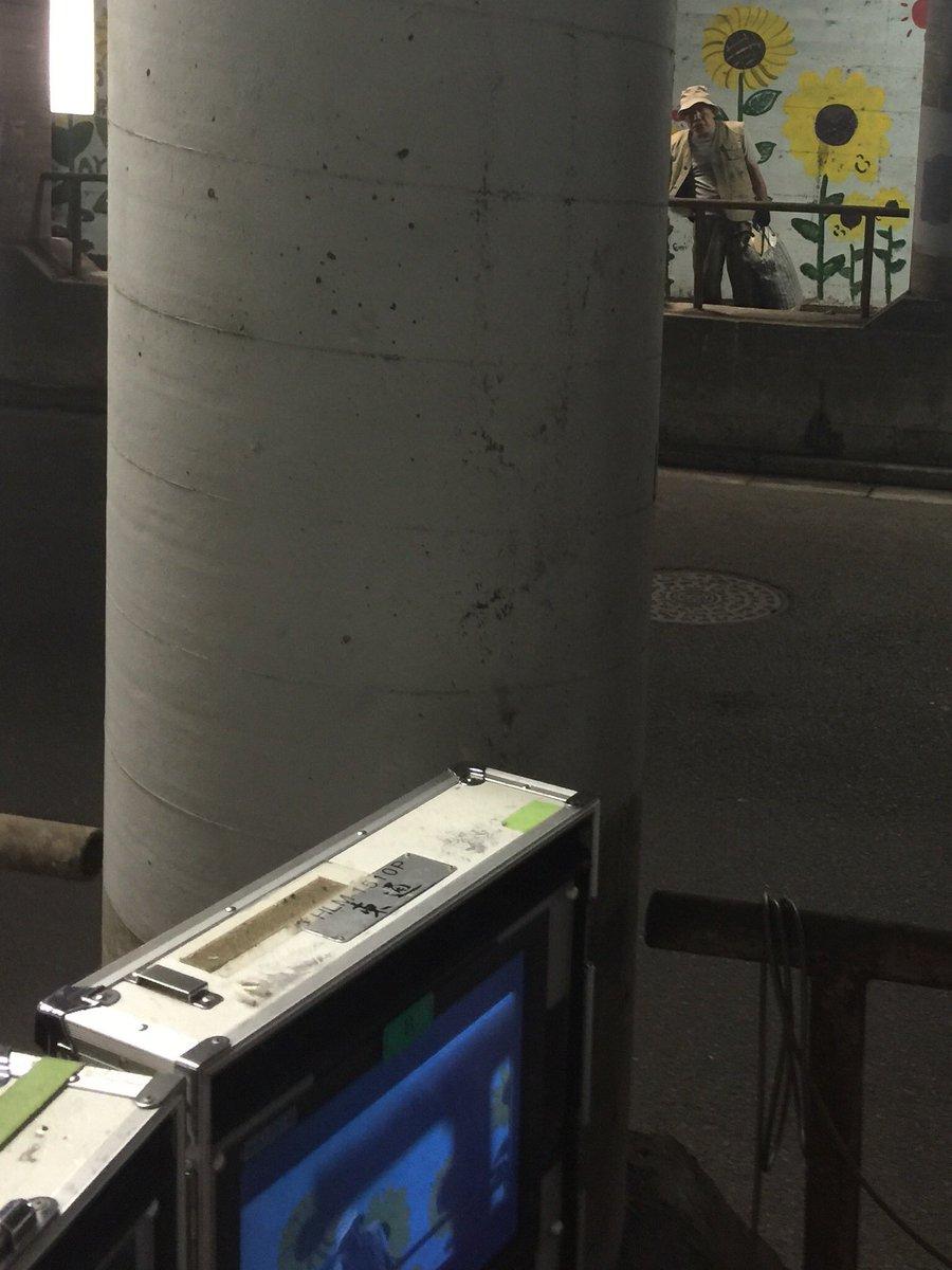不破万作さん演じる  情報屋・藤川と  柱の奥で横山裕さん演じる  東海林が  何やら怪しいやりとり…