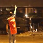 Darbeci katillerin karşısına bayrak gibi dikilmek ve bayraklaşarak şehid olmak... https://t.co/Br6MPNmsMc