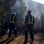 Incendio de maleza y cañaveral junto a la Ctra. de Fuerte del Rey. Bomba Rural Pesada y 5 efectivos. 10:08 horas. https://t.co/Gd3QCxNyo6