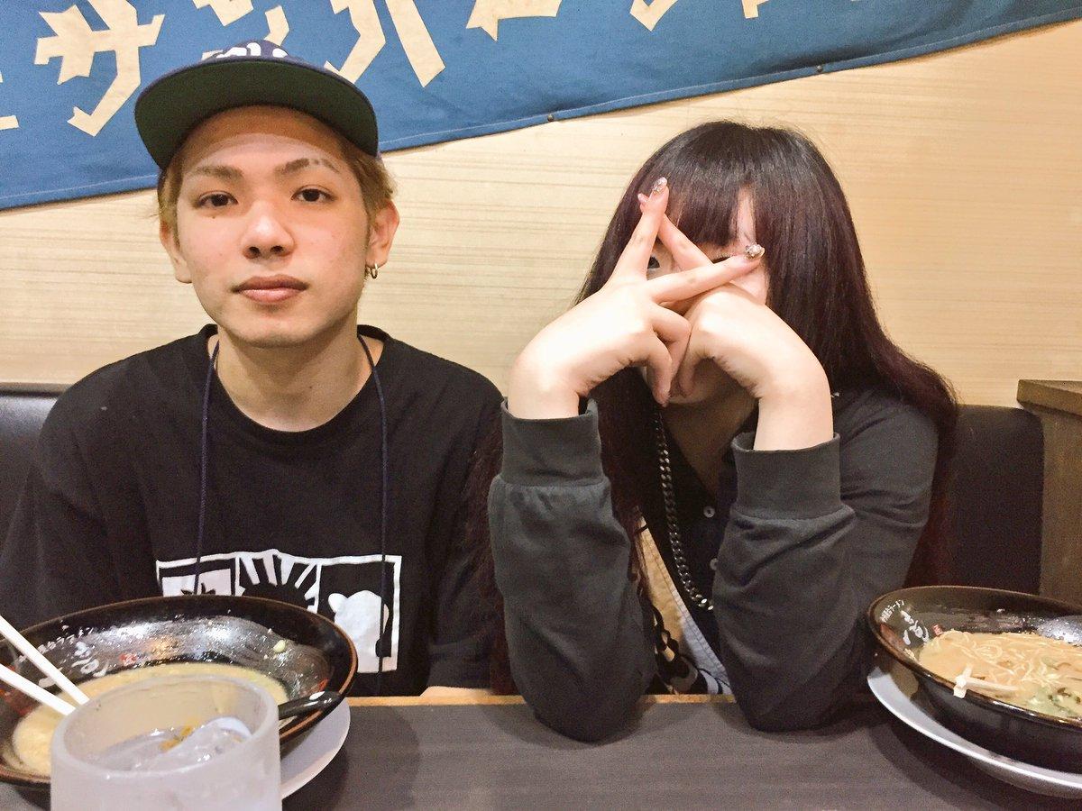 ルード、シーマくん、ちゃんみな、れいち と福岡のラーメン食ってる🍜