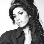 #BREVENOTAS: Un día como hoy pero hace 5 años, falleció la  cantante y compositora británica, Amy Winehouse. https://t.co/aIyswAJgLP