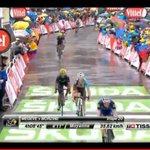 Llega @NairoQuinCo a meta!!! Nairo es podio!!! Su tercer Tour su tercer podio!!! Grande el de Boyacá #SueñoAmarillo https://t.co/uN43RcUS89