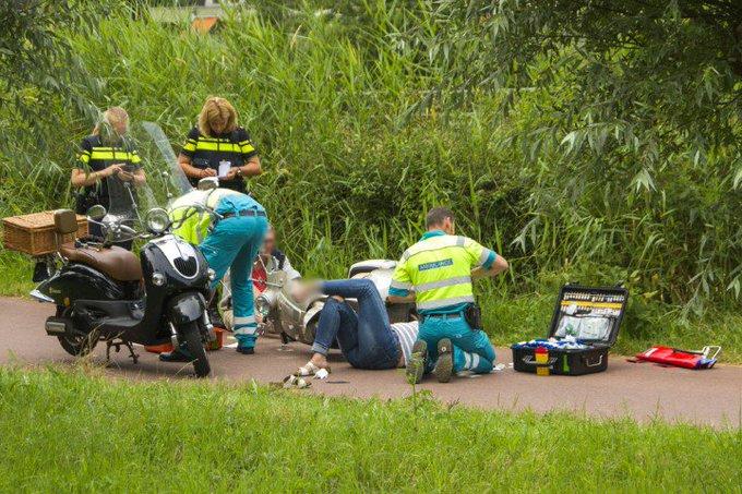 Twee gewonden bij scooterongeval Broekpolderweg https://t.co/ccNfSXL5Di https://t.co/uyipQxOGny