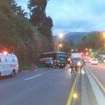 18+12 se atiende vehiculo tipo bus que sufre fallas mecanicas quedando sin frenos sin lesionados km 1via manizales. https://t.co/ADEdOypx60