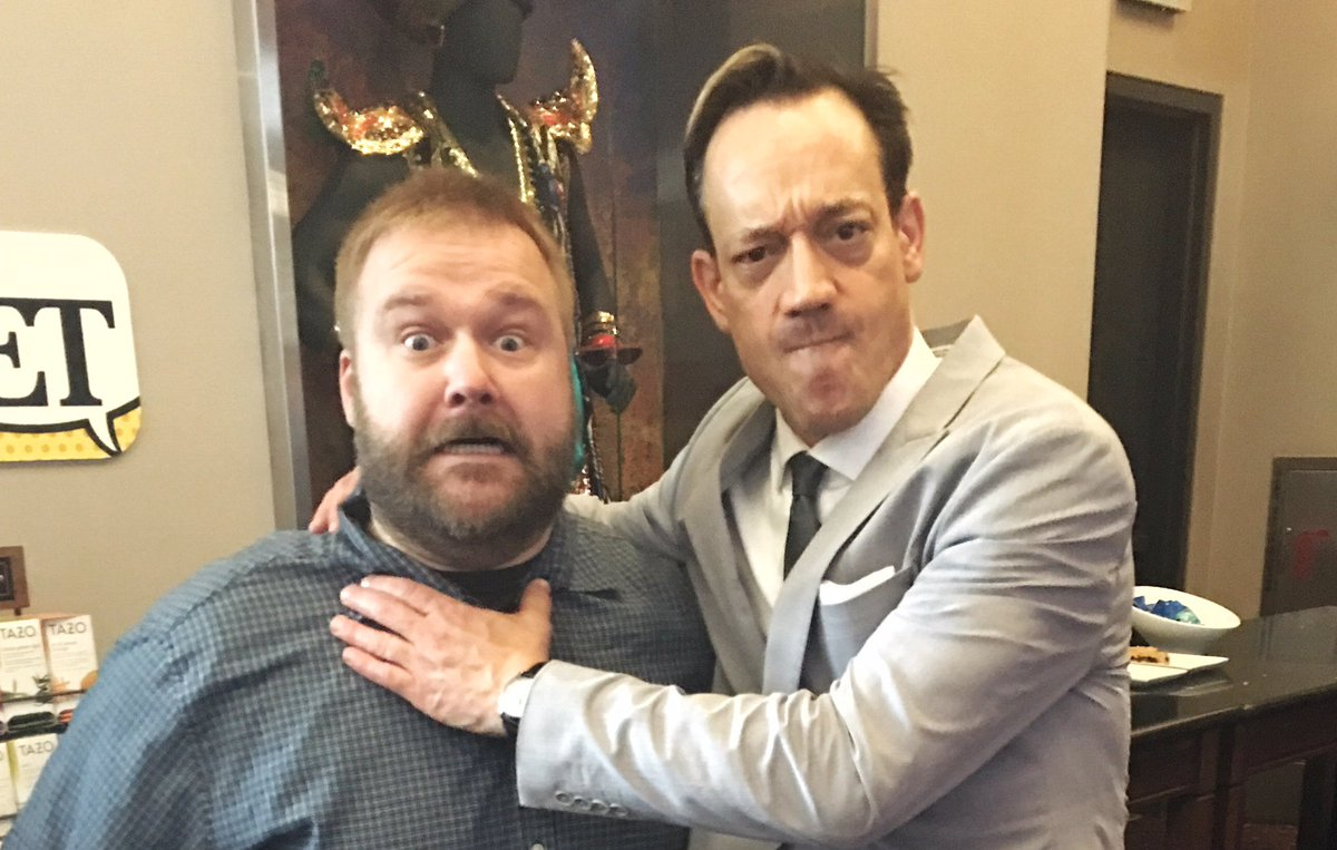 Yes. That's me strangling Robert Kirkman to death. Ash vs. The Walking Dead. @WalkingDead_AMC @AshvsEvilDead https://t.co/jyRzsHoSlP