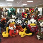 Big Red & Lu hanging out with their closest friends at mascot camp @UofAlabama! #PeckEm https://t.co/mCH1yTtA8E