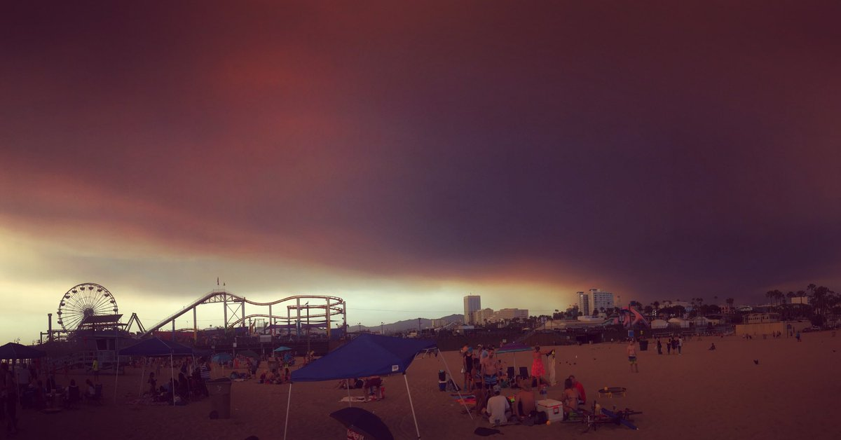It feels like the apocalypse here at the Santa Monica beach https://t.co/Ex9uKnE7NL