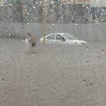 Quedan dos autos en medio de Bulevar Inundado... Y sigue lloviendo https://t.co/qQwOeBWTz5
