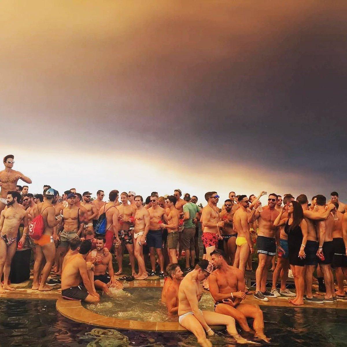 #Apocalyptic scenes produced by 20k acre #SandFire. Pics @designgeorge24 @Rob_Hoffman @thebenbergman @KatelynMichele https://t.co/lBdXosNY0q