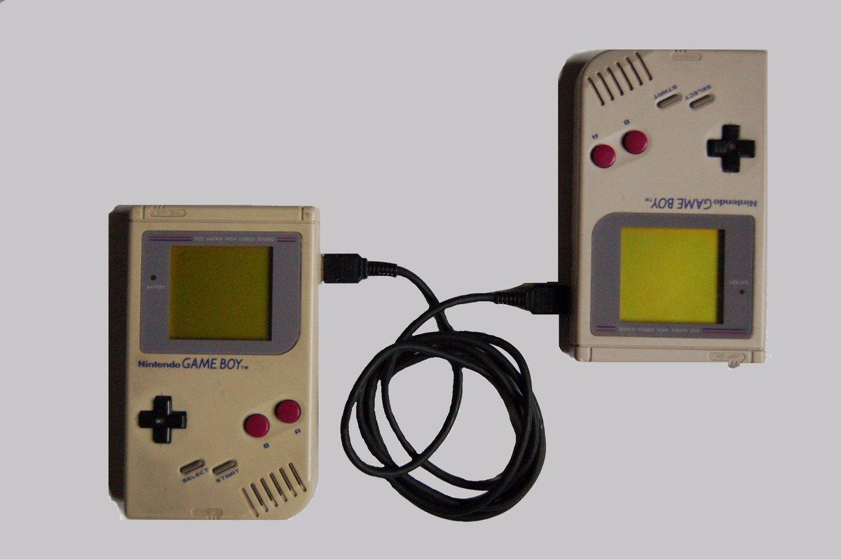 任天堂ゲームボーイの通信ケーブル、横井さんの発明が1989年。7年後のポケモンで本質的な革新的利用方法が発明されるまでの長い時間。 https://t.co/MX80N7EoSp