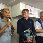 Accueil de @vpecresse par @franck_louvrier & Gatien Meunier pr le passage de #LaCaravane des @jeunesreps à #LaBaule. https://t.co/29pRc2xODv