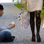 """En väldigt talande bild av """"det goda samhället"""". #svpol #migpol https://t.co/gzcemGJrf9"""