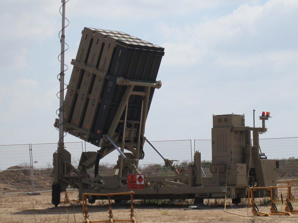 【イスラエル軍のアイアンドーム視察】 この中隊は、24時間365日、パレスチナ自治区のガザ地区から飛…