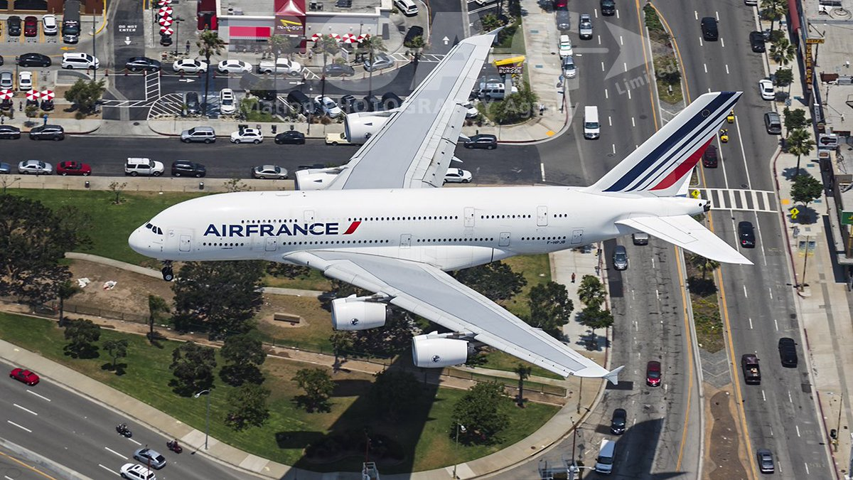 RT @BOACLtd: Stunning shot by Anna Kucharz of @AirFranceUK A388 on approach2 @flyLAXairport