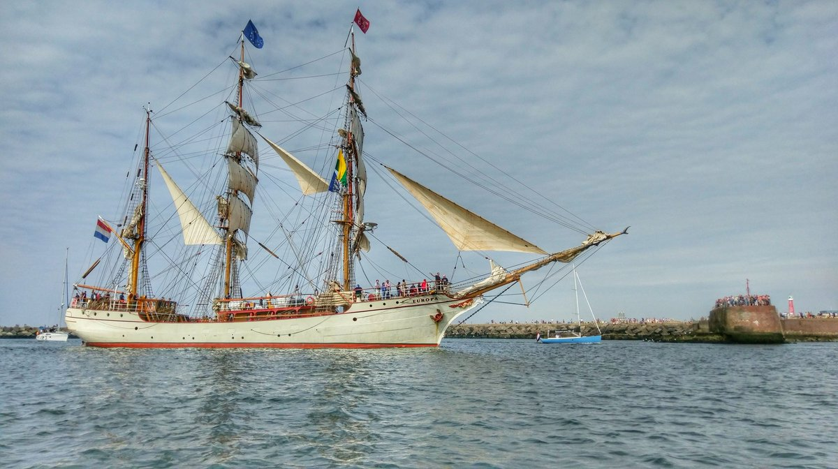 Machtig gezicht: tallship Europa vaart de haven van Scheveningen binnen.  https://t.co/XqR0KxJQr1 #thisisthehague https://t.co/5p8Yg7WU3r