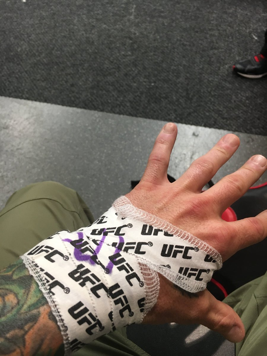 "Fact: I hate hand wraps so the commission requires ""something"" Here are my wraps from last night! #hardhands https://t.co/yFt4viJxWD"