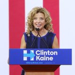 BREAKING: DNC Chair Debbie Wasserman Schultz plans to resign at the end of #DemConvention https://t.co/htguIxYnPf https://t.co/nF5KRhGP2T