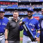 Congrats to Kevin Pillar for receiving the Wilson Defensive Player of the Year Award for 2015! @WilsonSportingG https://t.co/3royHa2b19