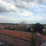 In #patriottenstraat in #Berchem woedt hevige brand. Hou de omgeving vrij voor de hulpdiensten blijf uit de rook. https://t.co/XFHoNssNtV