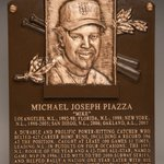 Mike Piazza, welcome to immortality. #FIRSTLOOK #HOFWKND @Mets https://t.co/aW5KGrv3aU https://t.co/3pnuZ4gD8K