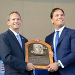 Piazza holds his plaque for the first time. #HOFWKND https://t.co/DroRQAaNSj