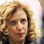 DNC Chair Debbie Wasserman Schultz resigns amidst email leak scandal: https://t.co/8ExDExb8sf https://t.co/DxIZdgMhEa