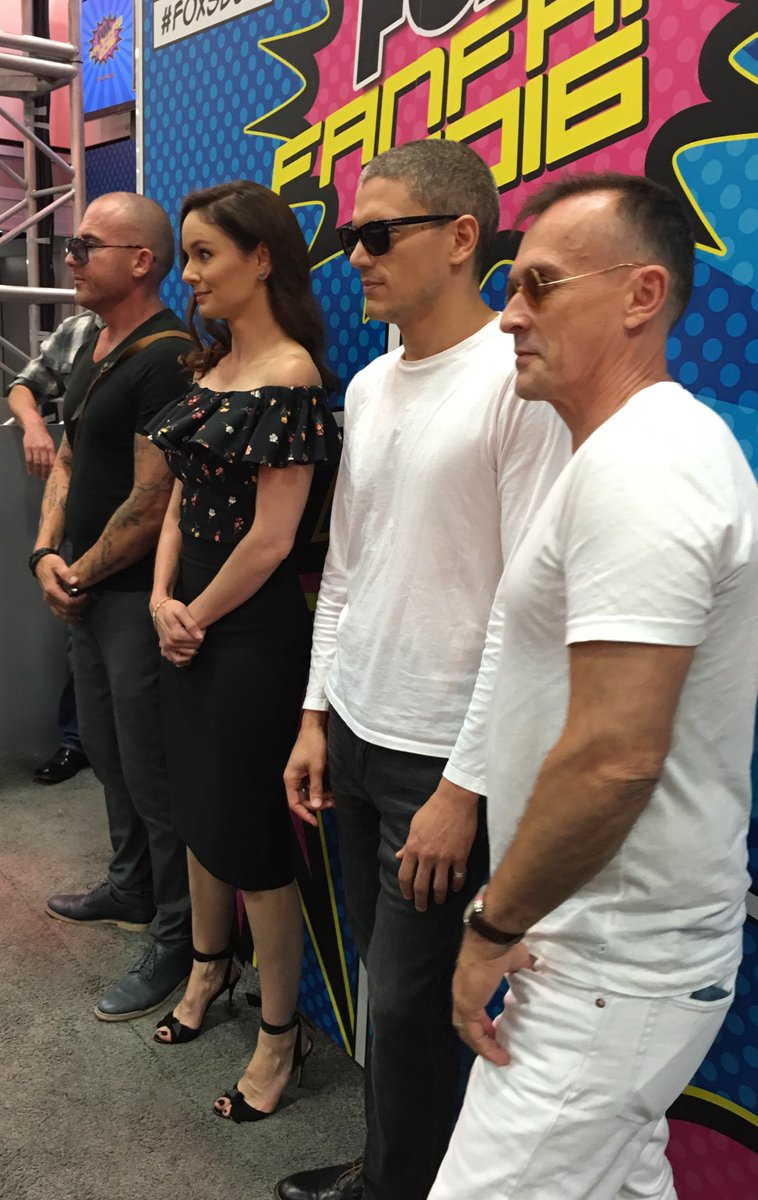 The cast of @PrisonBreak has taken over FOX booth #4229! #SDCC2016 https://t.co/6Pdd6bDd53