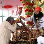 @Gurmeetramrahim JI AWARDING FARMERS WHO HAD DONE SOME WONDERFUL INVENTION IN AGRICULTURE!! #MSGTheLionHeart https://t.co/I3WC1kqxt0