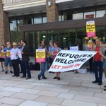 Good crowd of people at County Hall in Norwich to demand that the council take (at least) 50 refugees https://t.co/Uq7BNAwZkR